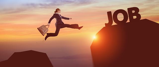 האם יכול להיות שאנחנו מכשילים את עצמנו במציאת עבודה?
